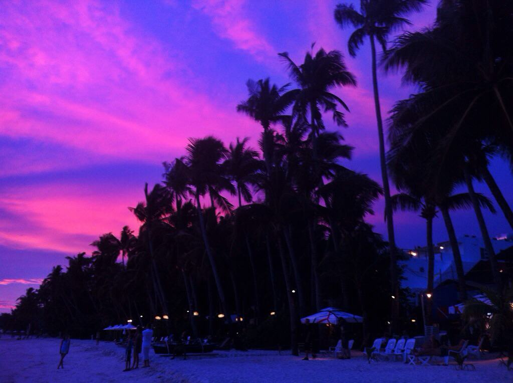 The Insanely Beautiful Sunsets of White Beach