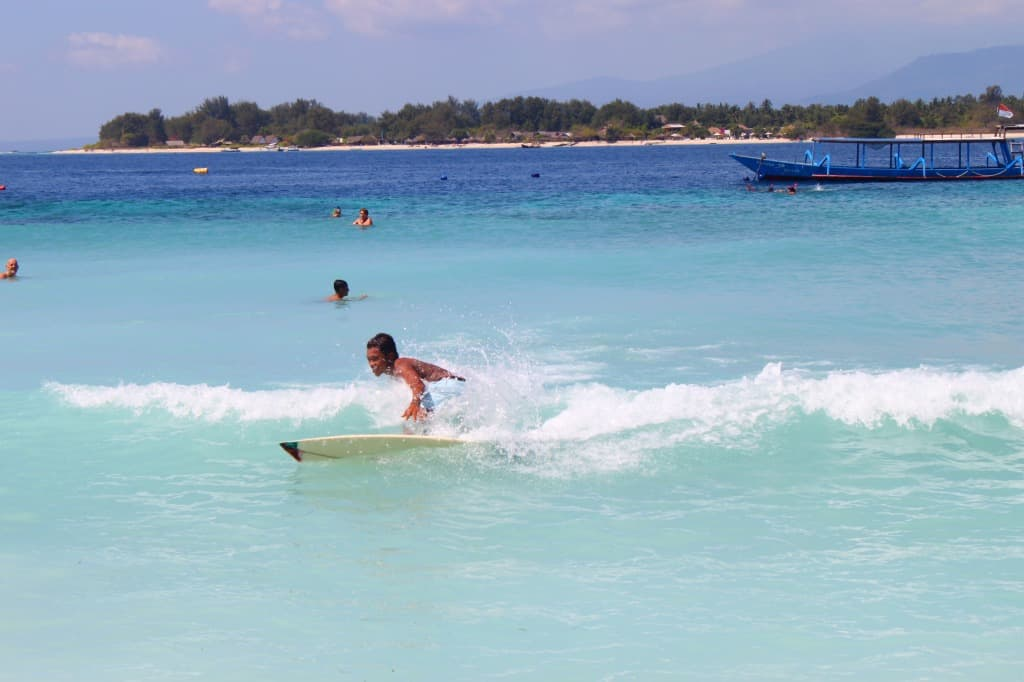 LEARN HOW TO SURF, Bali